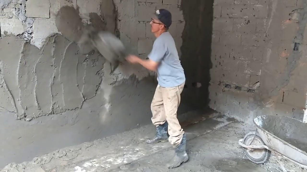عامل بلاستر في الشارقة